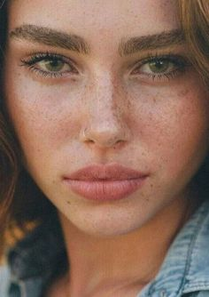 Fake Freckles Is A Beauty Trend.Freckles have become the must-have beauty look nowdays.what about those who weren't born with freckles?Jealous of all your friends with freckles? Beauty Make-up, Hair Beauty, Beauty Tips, Beauty Products, Hair Products, Beauty Care, Beauty Hacks, Natural Products, Asian Beauty