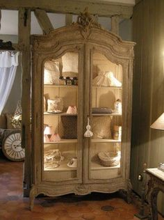 armoire ancienne bonbonni re ameublement paris leboncoin. Black Bedroom Furniture Sets. Home Design Ideas