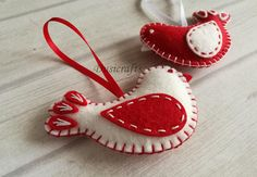 Please NOTE !!! Last date to ship with Fedex Express is monday December 18th. If you want your order before Christmas please select Fedex Upgrade Shipping ------------------------------------------ Felt christmas ornaments - red and white bird / wool blend felt This listing is for set of