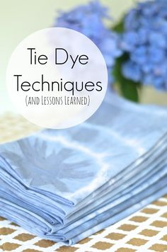 Various techniques to tie dye some custom napkins. take cheap white hotel napkins to bohemian fun with a few rubber bands and some colorful dye. Shibori, How To Tie Dye, How To Dye Fabric, Dyeing Fabric, Tie Dye Techniques, Tips & Tricks, Custom Ties, Fabric Painting, Fabric Art