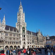 Beautiful and classical Marienplatz  #munich#germany#deutschland#europe#bluesky#beautiful#architecture#travel#travelgram#instatravel#travelphotography#eurotrip#view#travelgram#travelstory #marientplatz
