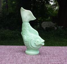 Vintage Avon green fish perfume decanter di offbeetvintage su Etsy, $12.00