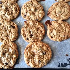 Den ultimative cookieopskrift har jeg eksperimenteret med længe, og denne her opskrift er indtil videre min favorit. De flyder ud og konsistensen bliver lige netop på den der eftertragtede måde spr…