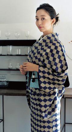 松島花さんの「粋」な着姿。 着慣れた感が素敵です。 #着物 #kimono #japan #tokyo #traditional