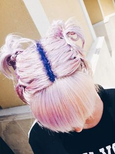 Hair Care Tips. Recommendations regarding awesome looking hair. Your own hair is undoubtedly exactly what can define you as an individual. To most people it is undoubtedly important to have a great hair style. Glitter Roots, Glitter Hair, Glitter Wine, Glitter Eyeshadow, Funky Hairstyles, Wig Hairstyles, New Hair, Your Hair, Best Hair Dye