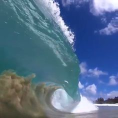 The beauty of 🌊🤙🏼 Shorebreak in Hawaii. Hawaii Waves, Ocean Waves, Big Waves, Sunset Photos, Nature Photos, Best Vacations, Vacation Trips, Clear Ocean Water, Shore Break