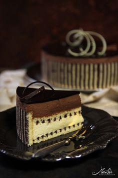 Tipsy chocolate cake with decorative biscuit - Maren Lubbe - Delicious delicacies- Beschwipste Schokoladentorte mit Dekorbiskuit – Maren Lubbe – Feine Köstlichkeiten After another … - Dessert Oreo, Oreo Desserts, Fancy Desserts, Dessert Buffet, Fancy Cakes, No Bake Desserts, Cake Recipes, Dessert Recipes, Naked Cakes