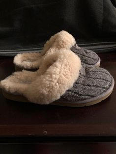 b5c539349b86 UGG Australia Women s House Shoes Slippers Sz 7 Has stains in great  condition Needs cleaning