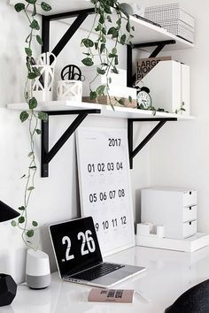 Room Decor: Easy and simple desk storage solutions. Room Decor: Easy and simple desk storage solutio Home Office Design, Home Office Decor, Office Designs, Desk Office, Office Lounge, Office Setup, White Desk Setup, Office Prank, Ikea Office