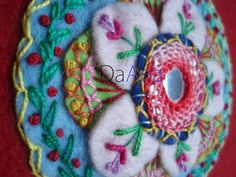 shisha embroidery plus by Bordados DaAna®. Wool Embroidery, Indian Embroidery, Embroidery Applique, Cross Stitch Embroidery, Embroidery Patterns, Felt Crafts, Fabric Crafts, Diy Crafts, Wooly Bully