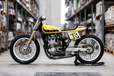 Checkout this amazing Yamaha Flat Tracker ready for the dirt by Hombrese Bikes Tracker Motorcycle, Motorcycle Types, Flat Tracker, Triumph Bonneville, Triumph Cafe Racer, Cafe Racers, Flat Track Racing, Scrambler Custom, Sr500