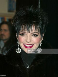 Liza Minnelli In Store At Tower Records New York Promoting Her New Cd Lizas Stock Pictures, Royalty-free Photos & Images Jane Fonda Hairstyles, Wig Hairstyles, Tower Records, Liza Minnelli, Judy Garland, Violets, Shades Of Red, Hair Dos, Nice Things