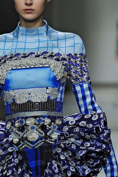 ANDREA JANKE Finest Accessories: Waves of Color by Mary Katrantzou