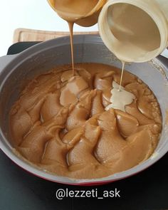 Today I have a very different recipe my friends fainted I made forty-five Halva I commented it again myself I added Tahini Halva A very nice flavor. Köstliche Desserts, Delicious Desserts, Yummy Food, Tasty, Chocolate Sauce Recipes, Chocolate Topping, Turkish Recipes, Different Recipes, Cake Recipes