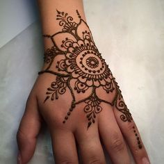 Advice About Hobbies That Will Help Anyone – Henna Tattoos Mehendi Mehndi Design Ideas and Tips Henna Tattoo Hand, Mädchen Tattoo, Simple Henna Tattoo, Henna Ink, Henna Body Art, Hand Art Henna, Easy Hand Henna, Henna Flower Designs, Henna Designs Easy