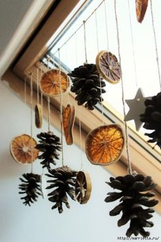 Diy Thanksgiving, Thanksgiving Decorations, Christmas Decorations, Holiday Decor, Natural Christmas, Elegant Christmas, Christmas Pine Cones, Christmas Ornaments, Christmas Tree