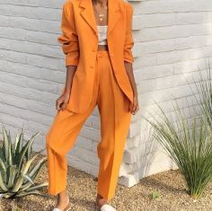 How To Wear The Newest Color Trend Of The Summer: Rustic Orange Rustic orange has become one of the hottest and most talked colors for this summer season. Here is how to wear the newest color trend of the summer! Glamouröse Outfits, Classy Outfits, Casual Outfits, Fashion Outfits, Womens Fashion, Fashion Trends, Blazer Fashion, Fashion Lookbook, Fashion 2018