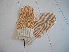 Orange Ritva via Ravelry Mittens Pattern, Knit Mittens, Knitted Gloves, Knitting Wool, Fair Isle Knitting, Hand Knitting, Knitting Designs, Knitting Patterns Free, Knitting Projects
