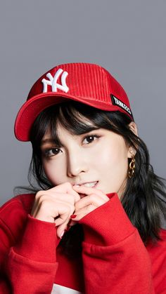 1996 in Kyoto, Japan), better known as Momo, is a Japanese singer, dancer and member of the K-Pop group Twice. Nayeon, Kpop Girl Groups, Korean Girl Groups, Kpop Girls, K Pop, Rapper, Warner Music, Hirai Momo, One In A Million
