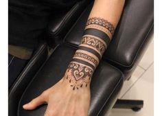 Mehendi Mandala Art Mehendi Mandala Art www. - artiste - Art Mandala Mehendi Mehendi Mandala Art www. Tattoo Band, Tattoo Bracelet, Armband Tattoo, Bracelet Bras, Hand Bracelet, Trendy Tattoos, Cool Tattoos, Tatoos, Awesome Tattoos