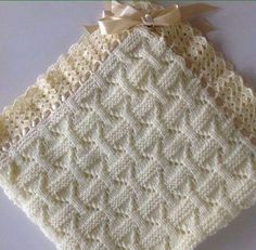 Check out the pictures to make this beautiful blanket that will keep your baby warm. Knitting Stiches, Knitting Videos, Baby Knitting Patterns, Loom Knitting, Crochet Patterns, Crochet Waffle Stitch, Crochet Yarn, Knitted Baby Blankets, Baby Blanket Crochet