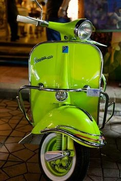 Vespa for my bucket list! It& the right color. Piaggio Vespa, Scooters Vespa, Motos Vespa, Lambretta Scooter, Motor Scooters, Retro Scooter, Scooter Scooter, Vintage Vespa, Vintage Cars