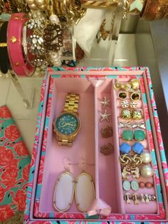 sunflowersandclass:  My new Lilly Pulitzer jewelry box came in!