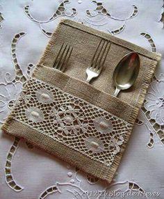 Encaje y arpillera - Burlap Lace, Hessian, Burlap Crafts, Diy And Crafts, Sewing Crafts, Sewing Projects, Sewing Patterns, Crochet Patterns, Burlap Projects
