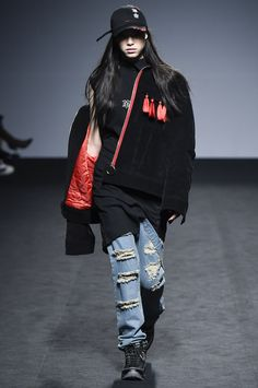 http://www.vogue.com/fashion-shows/seoul-fall-2016/rshemiste/slideshow/collection