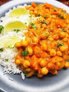 Kichererbsen-Kokos-Curry ~450 kcal (400ml Kokosmilch, +Brokkoli / Möhren / Spinat)