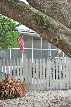 Screened Inn - white picket fence Tybee island