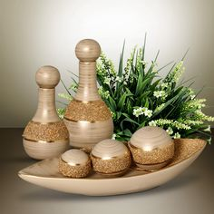 Renove a decoração da sua casa com bom gosto e beleza. Diy Home Accessories, Wine Bottle Art, Fabric Toys, Altered Bottles, Decorated Jars, Bottle Painting, Bottles And Jars, Vases Decor, Bottle Crafts