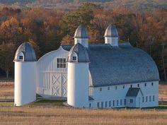 Wow, amazing barn!!! ❤️❤️❤️