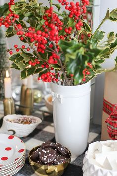9 Essentials to Holiday Entertaining: Festive Decor #theeverygirl