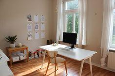 Großes, helles Arbeitszimmer mit schönem Holzsdielenboden in Hamburger Altbau #Homeoffice #Arbeitszimmer #Holzdielen