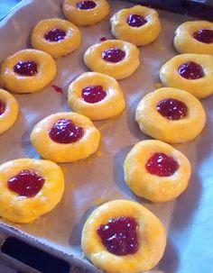 ΜΑΓΕΙΡΙΚΗ ΚΑΙ ΣΥΝΤΑΓΕΣ 2: Ψωμάκια αφράτα γεμιστά με μαρμελάδα !!! Baking Cakes, No Bake Cake, Biscuits, Peach, Candy, Pretty, Desserts, Food, Crack Crackers