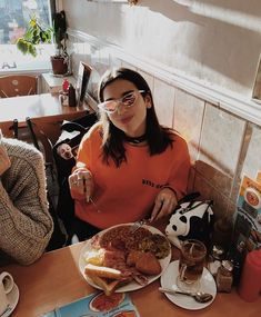 Dua Lipa eating with style Nelly Furtado, Christina Aguilera, T Rex, Woman Crush, Look Fashion, Thats Not My, Celebs, Instagram, Sunglasses