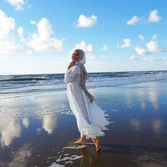 ♡♡Fashion Flare♡♡: 7 Best Beach Outfits For Muslim Girls outfit hijab Beach Outfit Plus Size, Cold Beach Outfit, Beach Outfits Women Plus Size, Casual Beach Outfit, Beach Outfits Women Summer, Cute Beach Outfits, Beach Vacation Outfits, Outfit Summer, Casual Summer