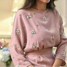 42 new Ideas for embroidery blouse haute couture Fashion Details, Look Fashion, Womens Fashion, Fashion Design, Fashion Trends, Fashion Tag, Spring Fashion, Abaya Fashion, Modest Fashion