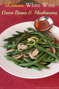 Lemon White Wine Green Beans & Mushrooms | cupcakesandkalechips.com | #sidedish #vegetables #glutenfree