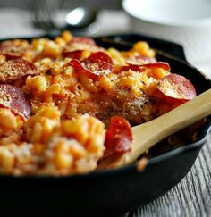Skillet Mac 'n' Cheese Pizza 18 Tasty Pasta Dinners You Need To Try Mac And Cheese Pizza, Skillet Mac And Cheese, Mac Cheese, Macaroni Cheese, Easy Pasta Recipes, Dinner Recipes, Cooking Recipes, Cooking Pasta, Pizza Style