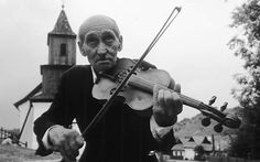 """Fiddler_from_Hungary """"Fiddler from Hungary"""". Lizenziert unter CC BY-SA 2.5 über Wikimedia Commons  Für 88 Prozent der Deutschen ist klassische Musik ein wichtiges kulturelles Erbe. Aber nur jeder Fünfte hat im vergangenen Jahr ein klassisches Konzert besucht – von den Unter-30-Jährigen sogar nur jeder Zehnte. Das zeigt eine Forsa-Umfrage im Auftrag der Körber-Stiftung unter 1.006 Personen im Dezember 2013."""