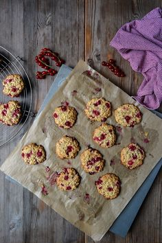 Cakey Red Currant and Oat Cookies — Meike Peters Healthy Dessert Recipes, Just Desserts, Baking Recipes, Cookie Recipes, Delicious Desserts, Fruit Recipes, Red Current Recipes, Currant Recipes, Currant Berry