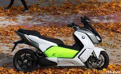 El C Evolution es un maxiescúter sorprendente, pues su comportamiento y sensaciones son las mismas que el de combustión. La diferencia del BMW eléctrico es su silencioso rodar, no contamina, tiene unas prestaciones espectaculares y se recarga en casa como si de un electrodoméstico se tratara y por sólo 1,5 euros.