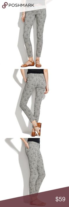 Madewell Skinny Skinny Ankle Jeans in Safari Dot In very good used condition with no tears, stains, rips. On of my favorites but need a different size. Has a little stretch so they are super comfy. Looking for a new fashionista to rock these jeans! Madewell Jeans Ankle & Cropped
