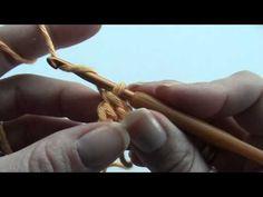 Hoe maak je stokjes als eerste toer zonder een ketting te hoeven haken? Ik laat het je zien. Meer informatie: www.busyfingersbusylife.blogspot.com