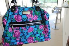 Betsey Johnson I want this one Skull Purse, Fox Purse, Betsey Johnson Purses, Skull Fashion, Cute Bags, Purses And Handbags, Hobo Purses, My Bags, Couture