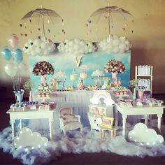 Linda decoracao por @carolsccosta - E hj teve uma linda chuva de benção ... Para a princesa @docevalentinaa obrigada Gabi @gabrielagusmao___ @alegusmaotomson obrigada por confiarem em nós para o primeiro aninho da Valentina ... Decor by @carolsccosta e @luprendin nuvens no painel @lulysbaloes salvando mais uma vez.... #festachuvadeamor #chuvadebençãos #festascampinas #decor #party #festainfantil #amomuitotudoisso @amaislindafesta @festainfantil @piradaemfesta @inspiresuafesta…