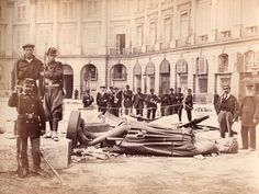 The Communards pulled down the statue of Napoleon in the llace Vendôme in Paris, 1871 (The New Yorker).