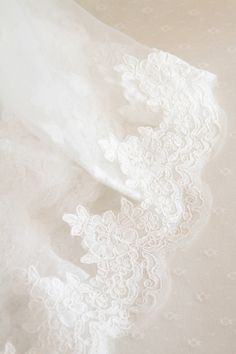 voile mariée dentelle http://atmospheremariages.fr/1162-4208-thickbox/voile-mariee-decoration-mariage-accessoire.jpg
